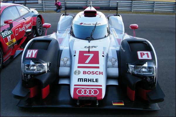 2015-Audi-R18-e-tron-Quattro-01