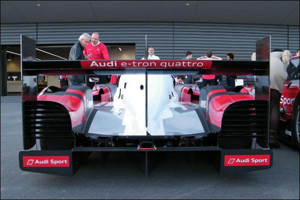 2015-Audi-R18-e-tron-Quattro-02