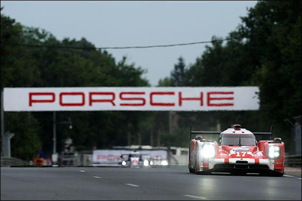 Le_Mans_2015_Race_Porsche_17