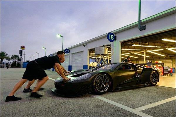 Ford-GT-Testing-At-Daytona-02