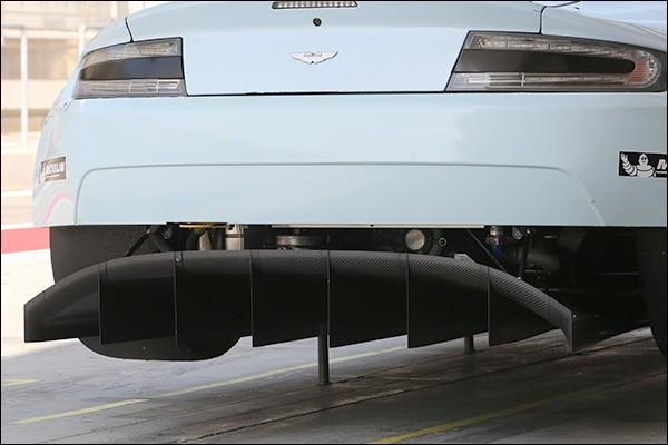 Aston-Martin-V8-Vantage-2016-04