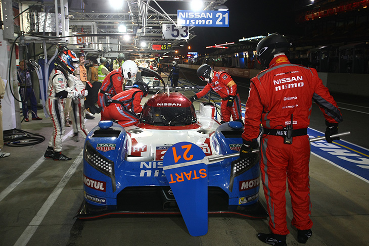 le-mans-2015-wednesday-21-Nissan-pits
