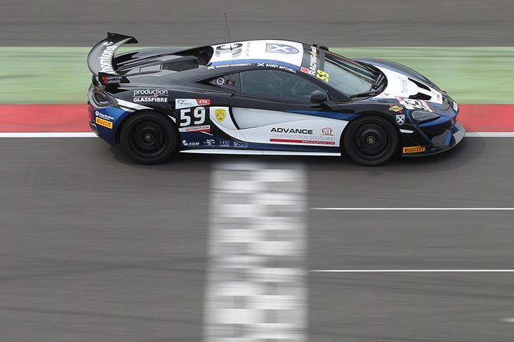 Sandy-Mitchell-2016-British-GT-McLaren-570S-GT4-Silverstone