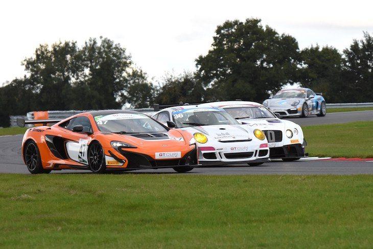 2016-gt-cup-snetterton-race-action