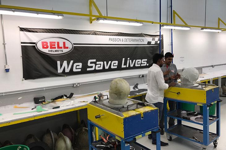 bell-helmets-bahrain-moulding-carbon
