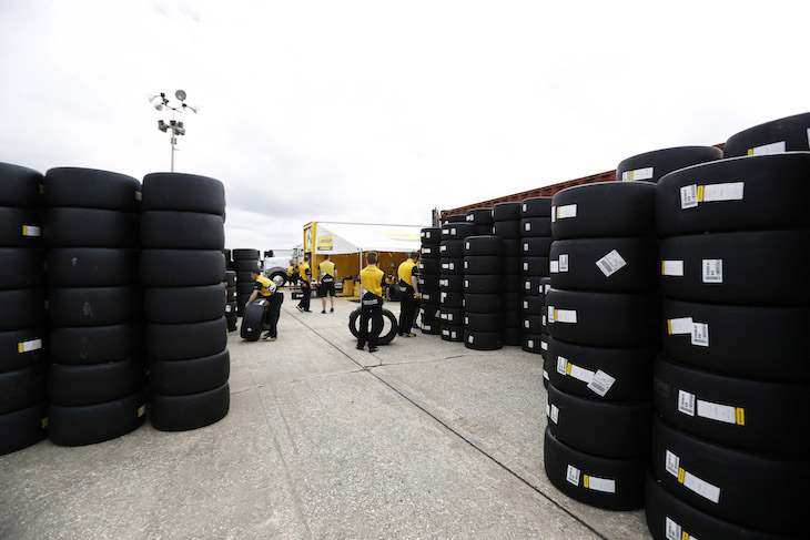 dunlop-test-2016-sebring-paddock