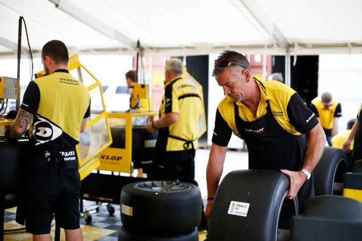 dunlop-tyre-test-2016-sebring-paddock