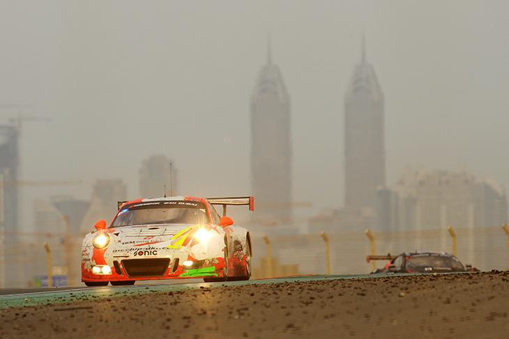 12_Manthey_Porsche_Dubai_24_Hours_2017_Race