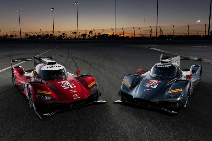 Mazda-2017-IMSA-Daytona-Photoshoot