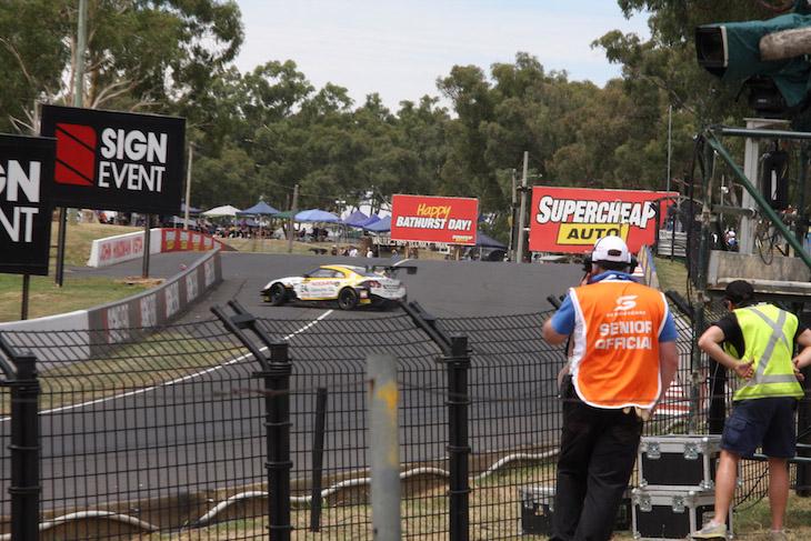 24-nissan-motorsport-GTR-bathurst-12-2017-crash-1