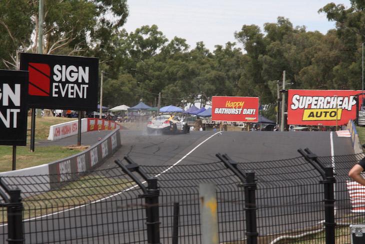 24-nissan-motorsport-GTR-bathurst-12-2017-crash-5