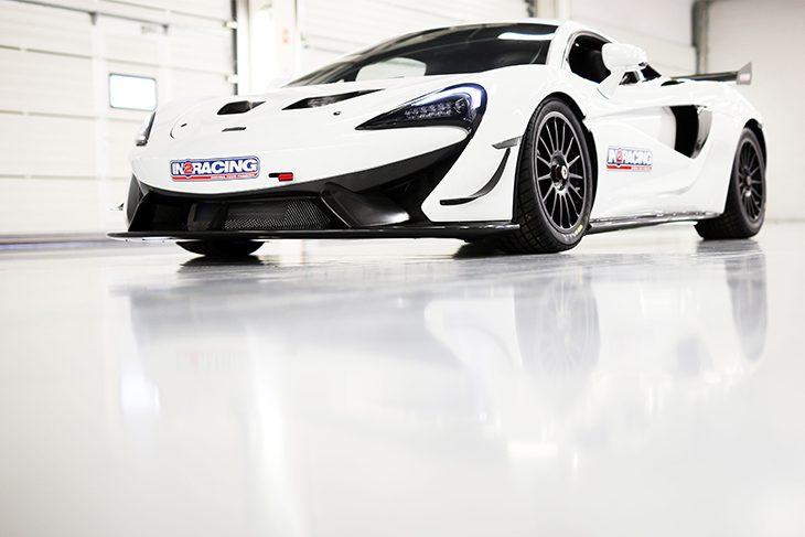 In2Racing-McLaren-GT4-Static-2017