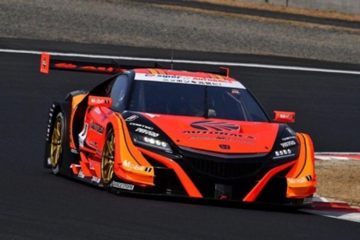 Autobacs-Racing-Team-Aguri-Super-GT-2017