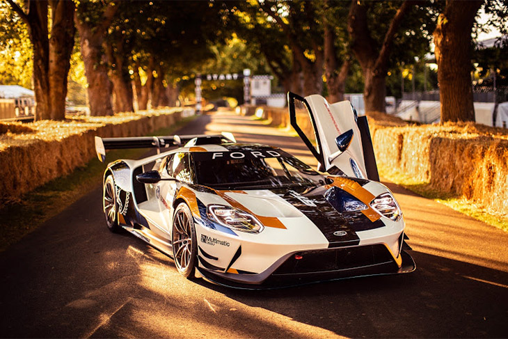 Ford roars into Goodwood with a 700-hp GT for the track